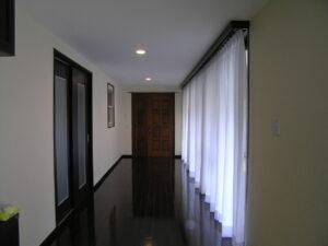 フルリノベ、アフター、玄関から廊下