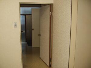 フルリノベ、ビフォー、玄関から廊下